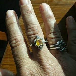 Jewelry - Sterling silver bird ring with a yellow center
